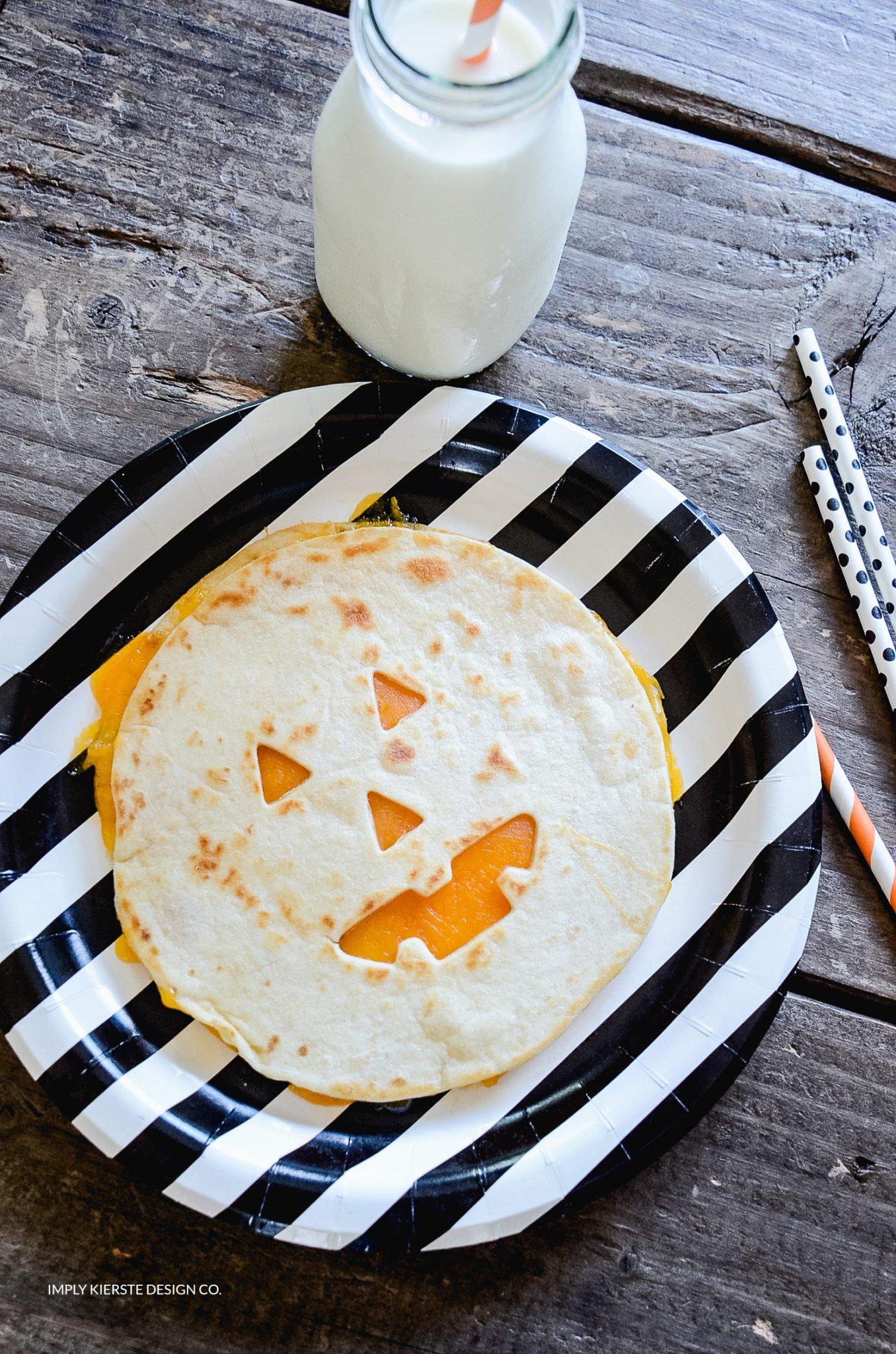 Jack-o-lantern Quesadillas | Easy Halloween Ideas | Halloween Dinner Ideas | simplykierste.com