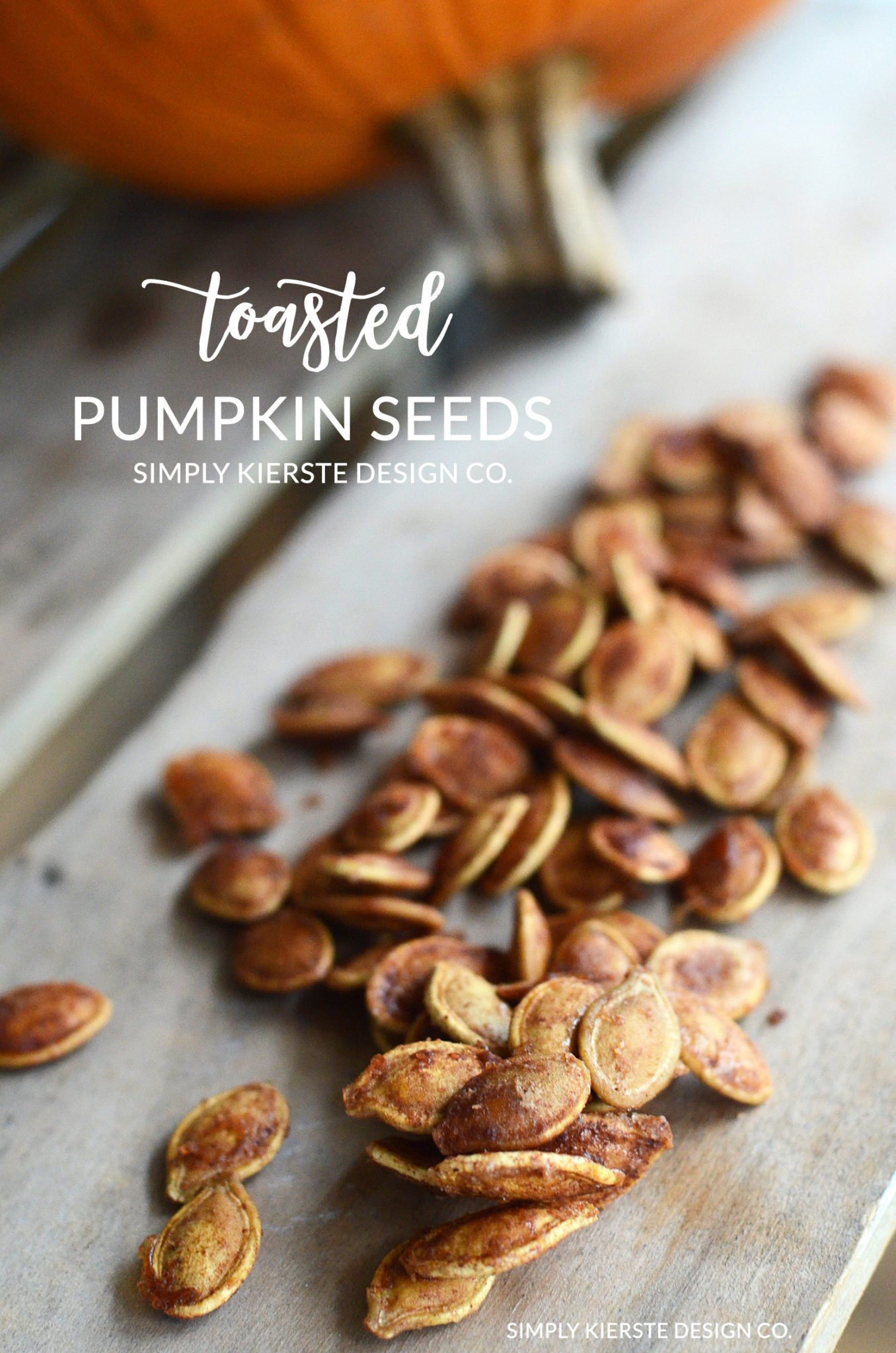 Toasted Pumpkin Seeds | Cinnamon & Sugar Pumpkin Seeds | Fall Recipes | simplykierste.com