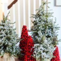 How to Flock a Christmas Tree the EASY way! | simplykierste.com #diyflockedtree #flockedchristmastree #diychristmasdecor