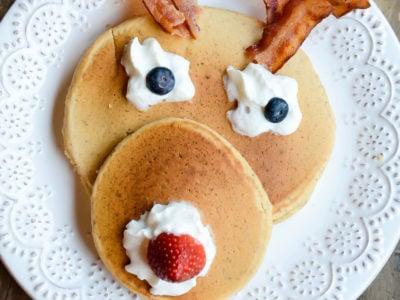 Rudolph Pancakes | Christmas Breakfast | oldsaltfarm.com #christmasbreakfast #holidaybreakfast #holidayrecipes