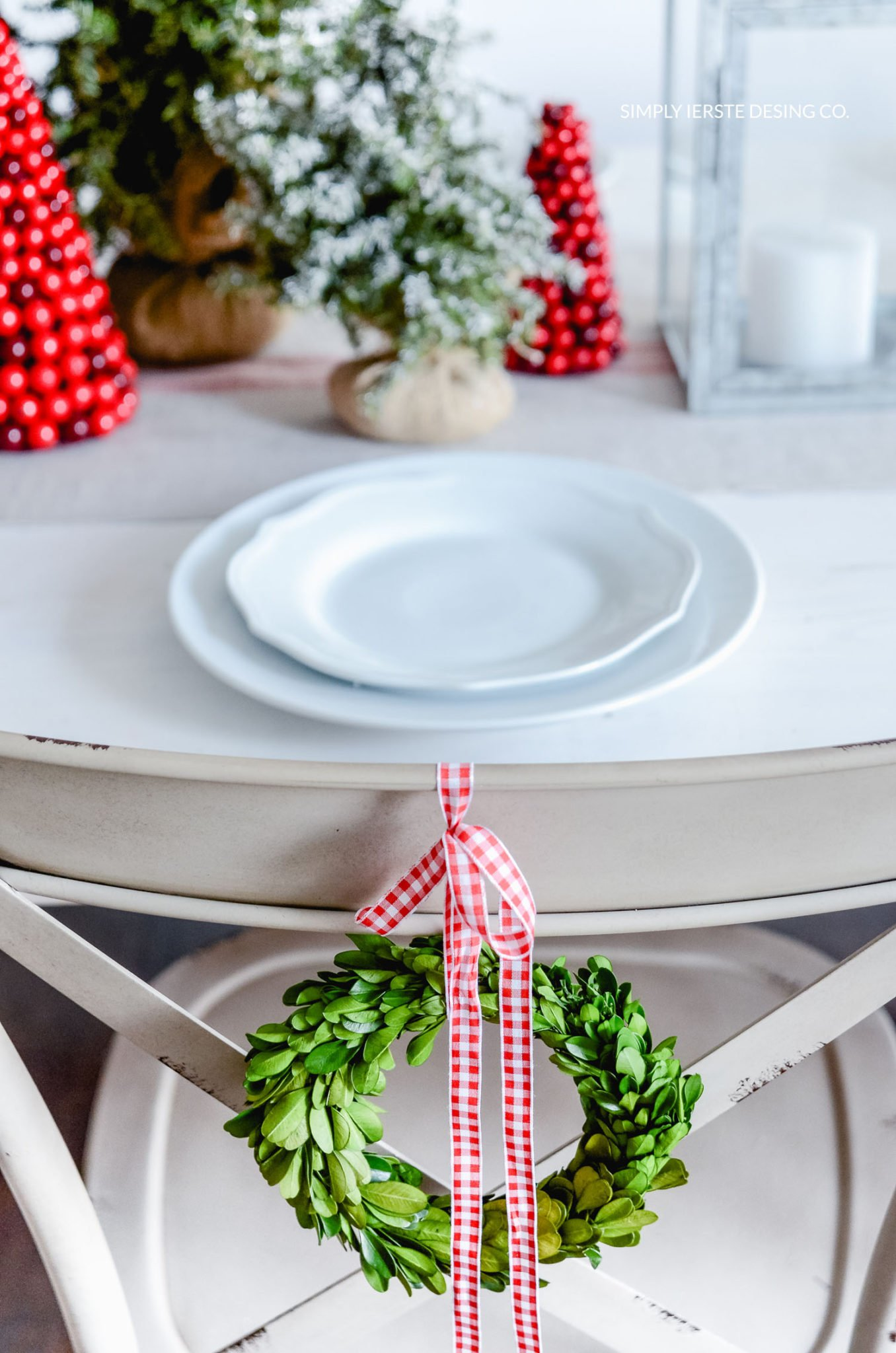 Simple Farmhouse Christmas Tablescape | simplykierste.com #farmhouseChristmas #Christmastablescape #Christmasdecor