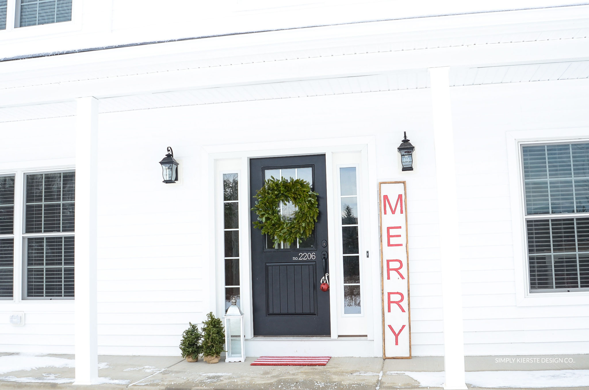 Merry Christmas Wood Sign | Farmhouse Style | simplykierste.com #woodsign #diychristmasdecor #christmassign
