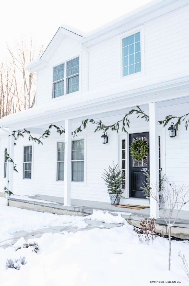 Christmas Home Tour Old Salt Farm | simplykierste.com #hometour #christmashometour #christmasdecor #farmhousechristmas