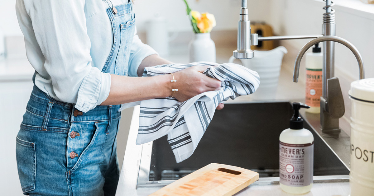 FREE Kitchen Caddy & Cleaning Supplies   Grove Collaborative   simplykierste.com #cleaningsupplies #grove #grovecollaborative #healthycleaning
