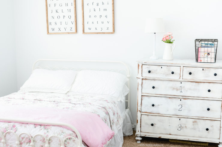 Vintage Style Shabby Chic Girl's Bedroom