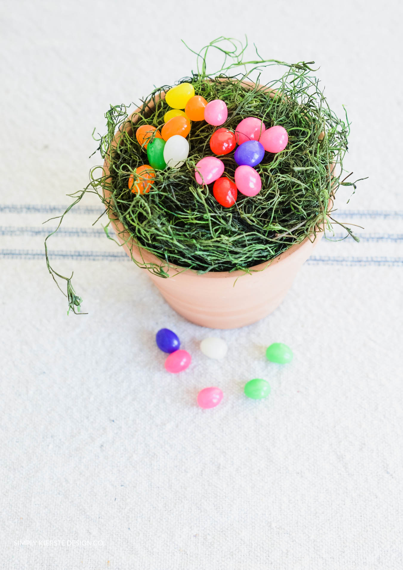 Magic Jelly Beans & Lollipop Garden | Easter Tradition | simplykierste.com #eastertradition #jellybeans #easterideas #easterforkids