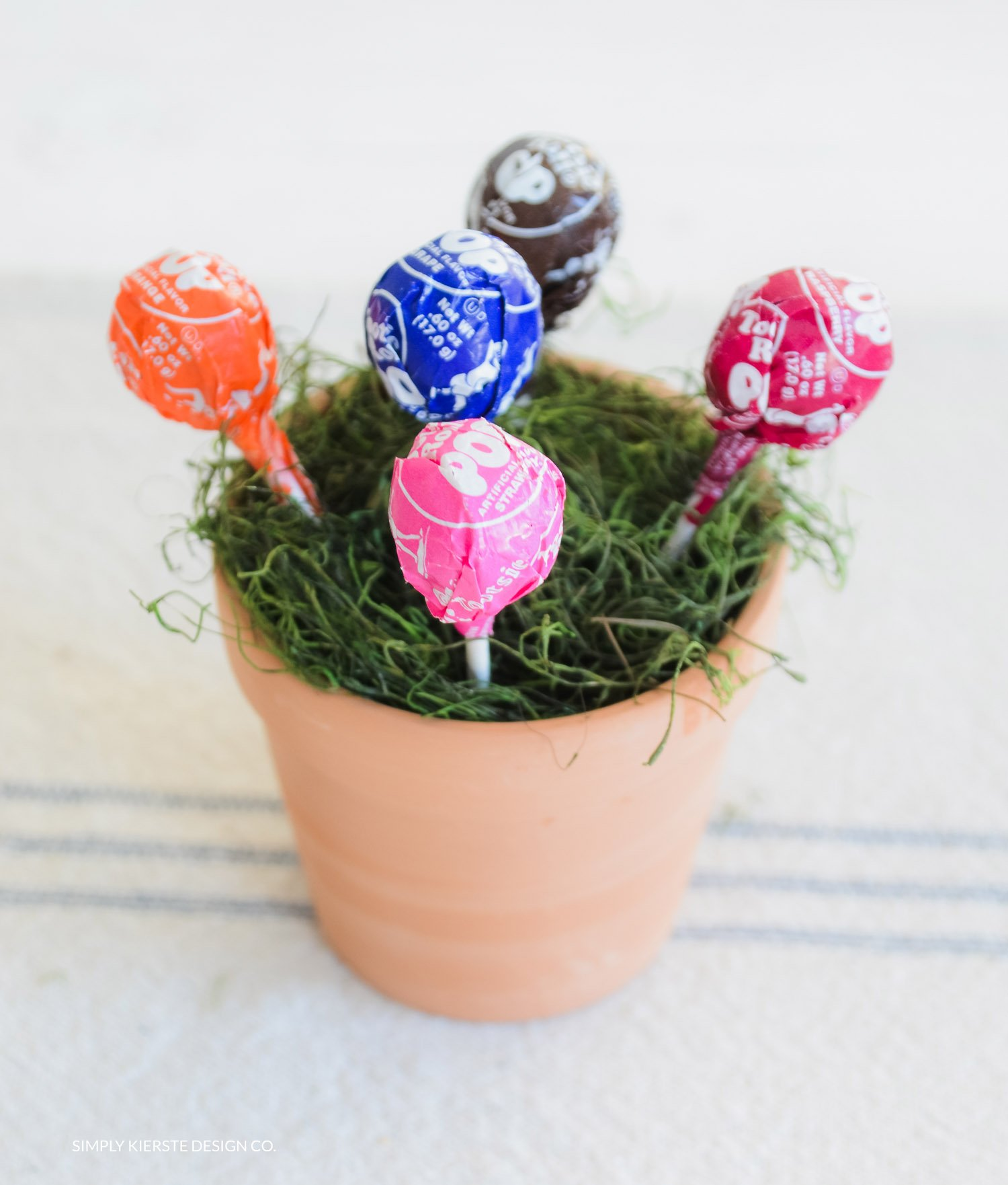 Magic Jelly Beans & Lollipop Garden | Easter Tradition | simplykierste.com
