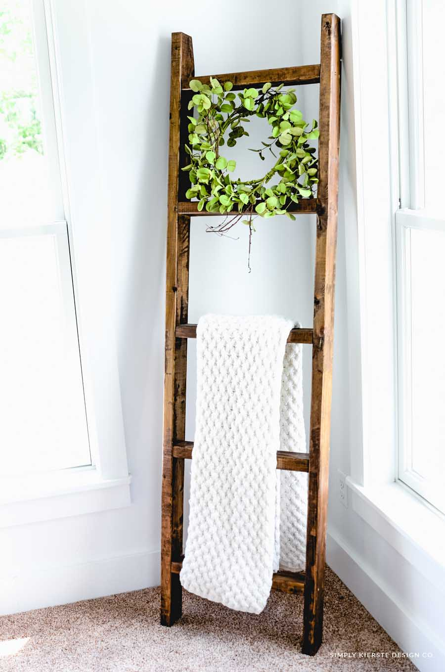 DIY Wood Blanket Ladder | simplykierste.com