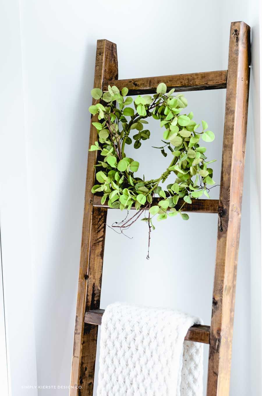 DIY Wood Blanket Ladder | simplykierste.com