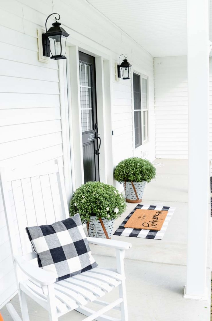 Farmhouse Fall Porch | Simple Farmhouse Style