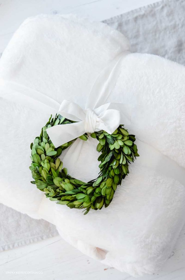 6 Budget Friendly Gift Ideas | Cozy Throw Blanket