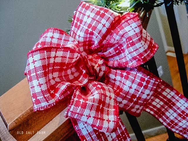 How to Tie a Fancy Bow…the EASY Way!
