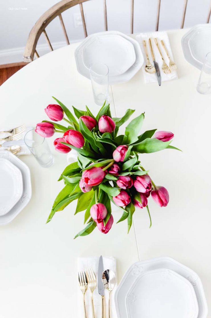 farmhouse-spring-table-fresh-tulips