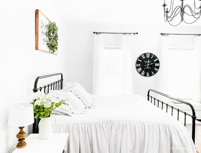 Farmhouse White Bedding Ideas