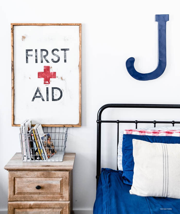 Vintage Style DIY First Aid Sign