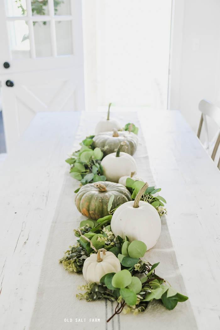 Simple Thanksgiving & Fall Farmhouse Table Centerpiece