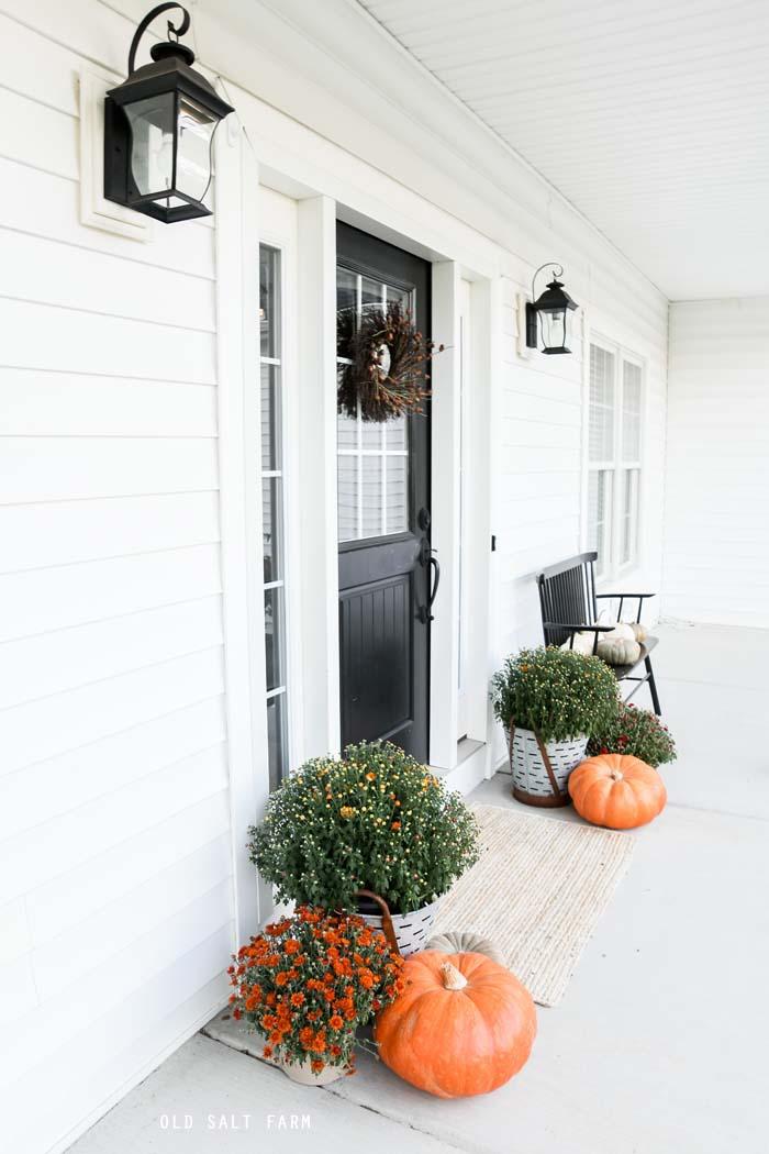 Simple Farmhouse Fall Porch Decor