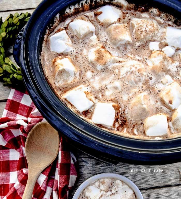 Easy Crockpot Hot Chocolate