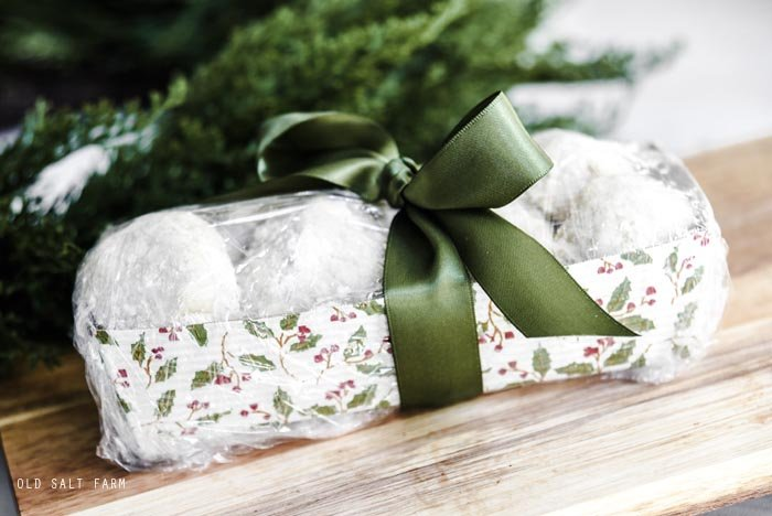 How to Wrap Baked Goods for Christmas